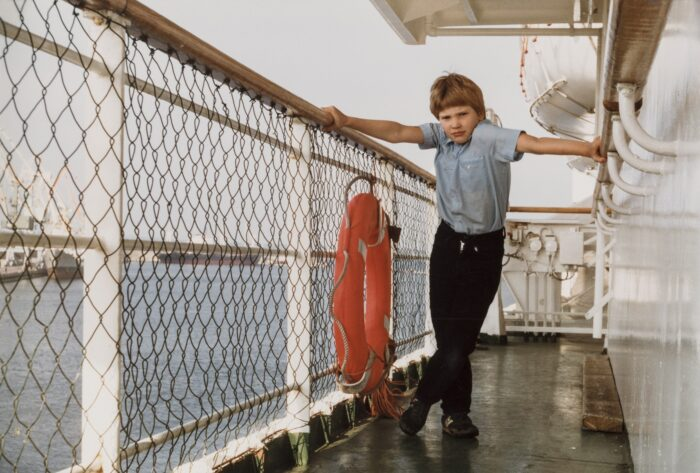 lapsi laivan kannella 1984